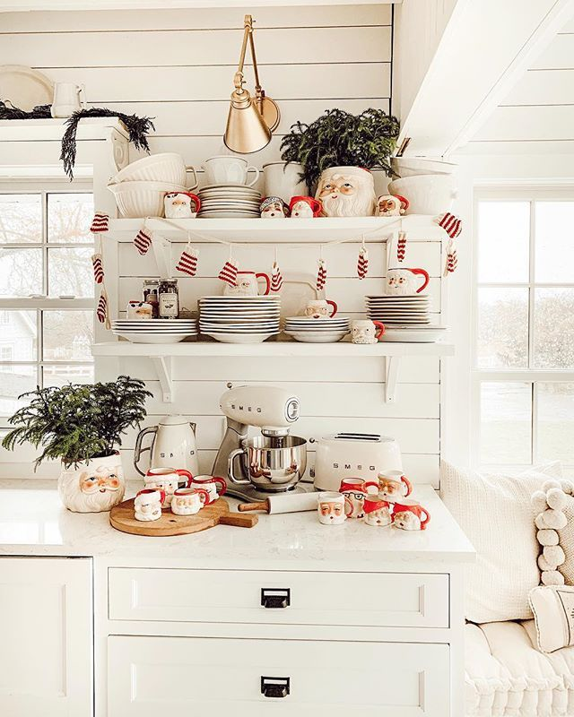 New Age Home Decor: Christmas Decorations, Santa Mugs