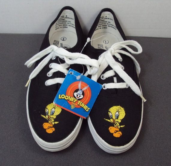 Size 10 Looney Tunes Character Tweedy Bird Black Tennis shoes  Woman?タ?s