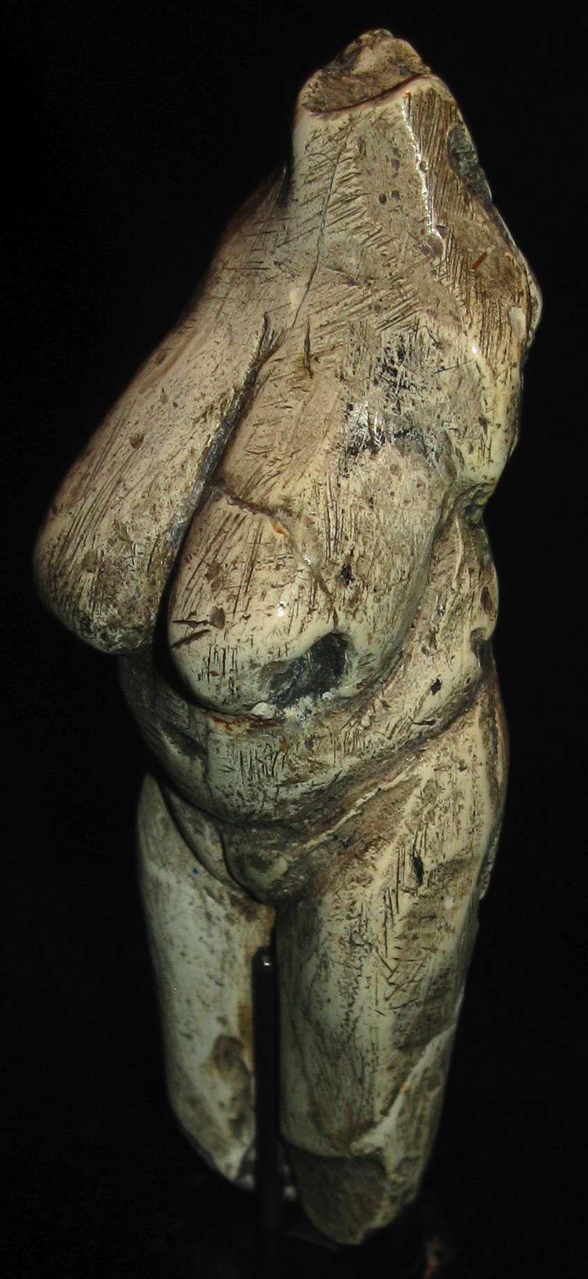 Venus von Moravany, Slowakei,   Elfenbein, 22 000 - 24 000 Jahre Years, Leihgabe: Slowakische Akademie der Wissenshaften in Nitra,   Mammoth Ivory