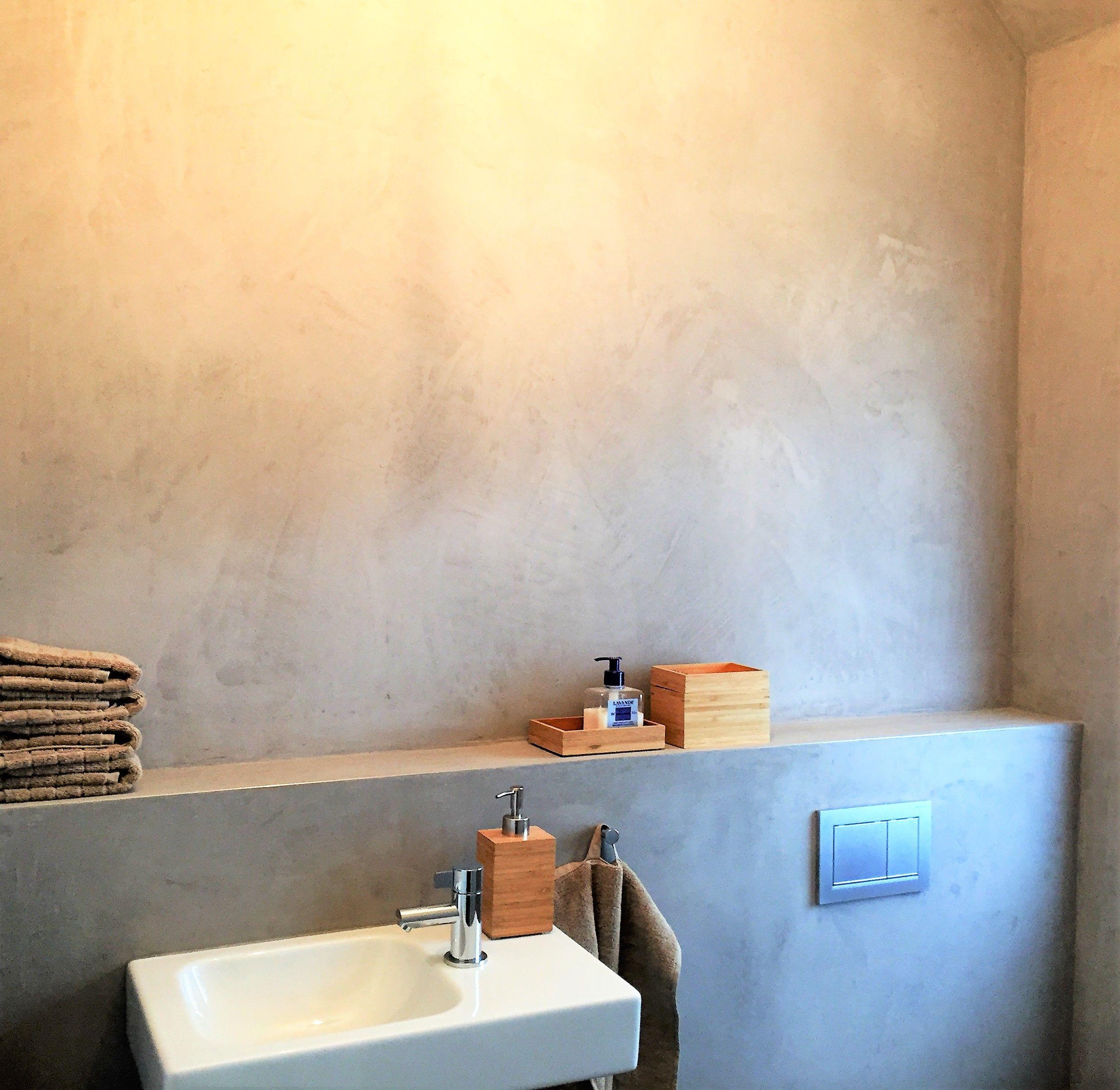 Fugenloses Bad in Mineralputz   Fugenloses bad, Beton badezimmer ...