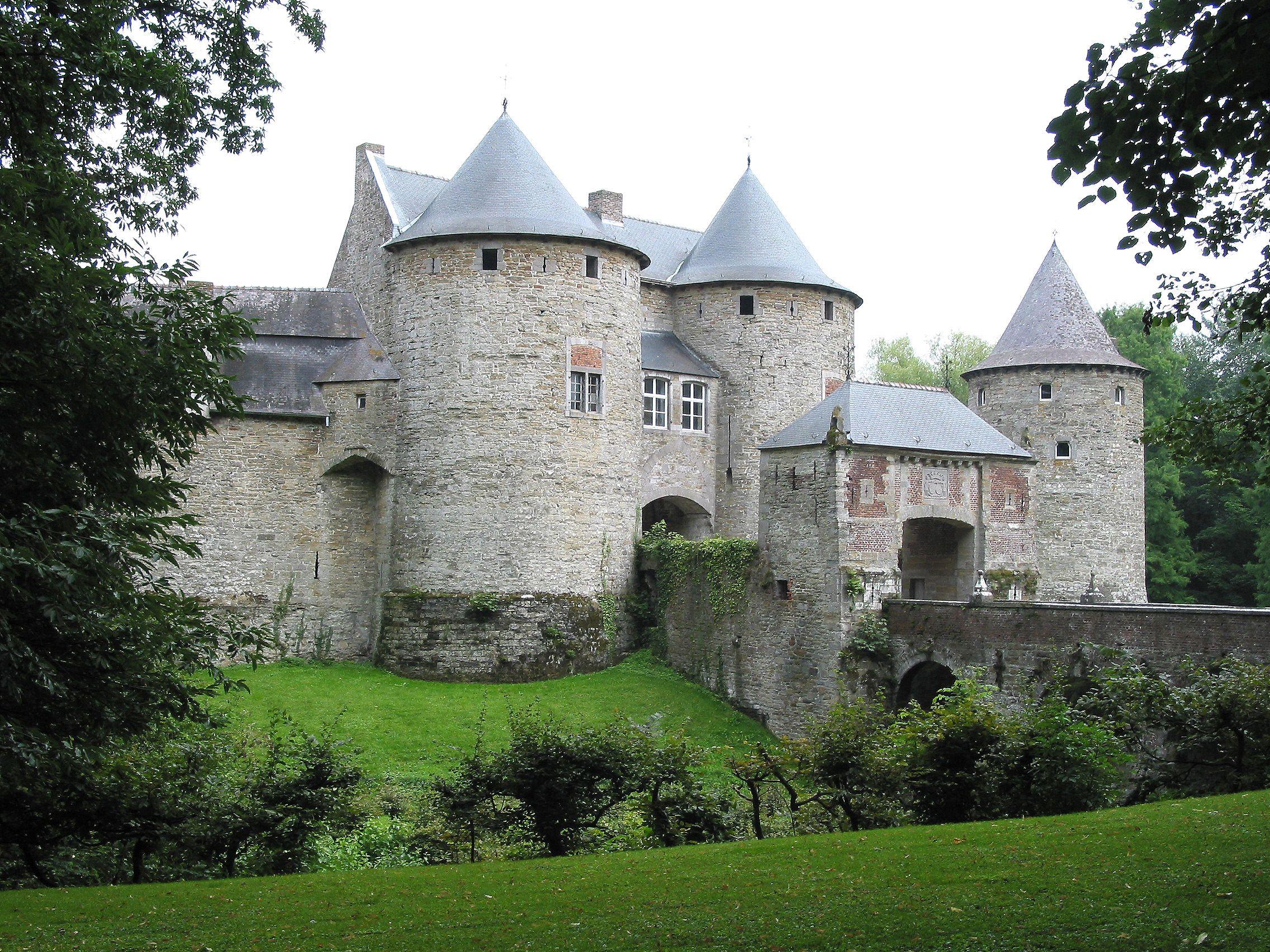 Castle (French: Château De Corroy-le