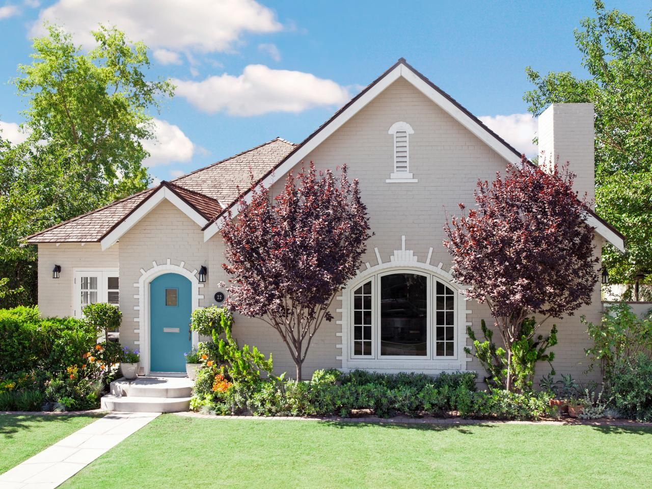 Curb appeal inspiration from phoenix arizona doors for Arizona exterior house colors