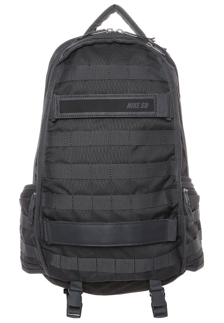 52a3b612e5a53 Mit diesem Rucksack ist alles sportlich verstaut. Nike SB Tagesrucksack -  dark grey black für 89