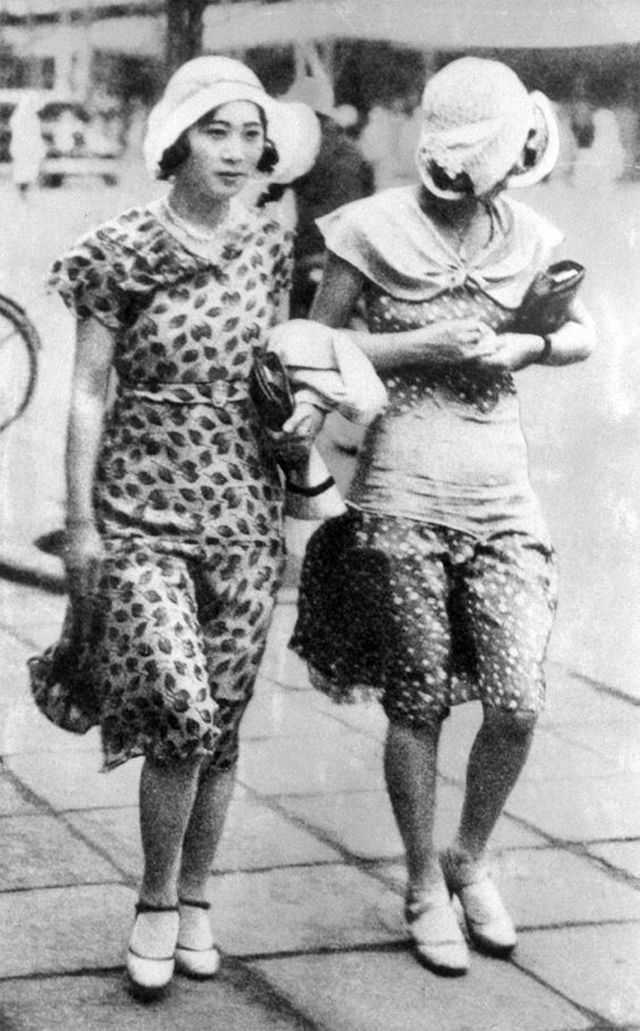 7ad01ce24e14 Japanese Women Fashion in the Westernized Era – Pretty Mogas in the 1920s