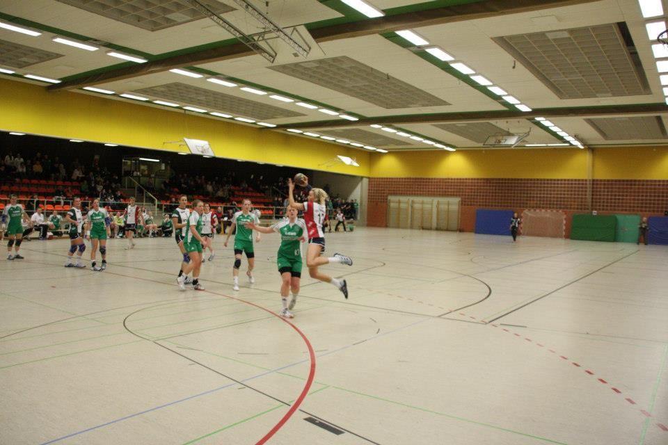 Sporthalle der BBS II Wolfsburg; u.a. Spiel der Handball-Frauen des VfL Wolfsburg gegen die 2. Frauenmannschaft des VfL Oldenburg am 21. Februar 2009