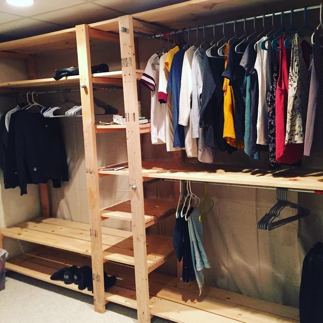 15 Ideas Para Organizar Tu Closet Sin Gastar Una Fortuna Closet De Madera Sencillos Armario De Palets Armario Sencillo