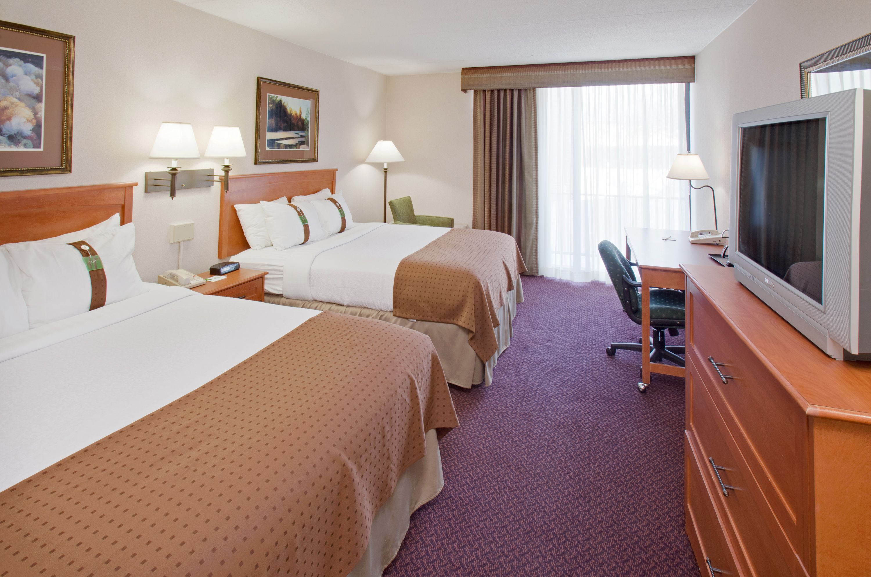 Des Moines Holiday Inn And Suites At The Holiday Inn And Suites