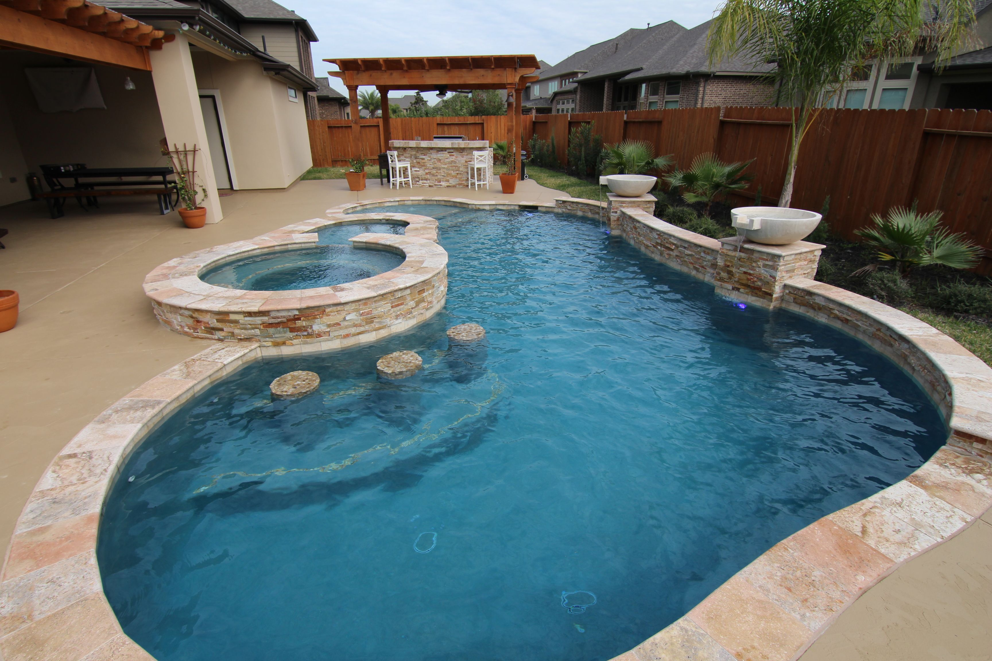 Wet pools inc plaster wet edge luna quartz aruba for Pool design katy tx