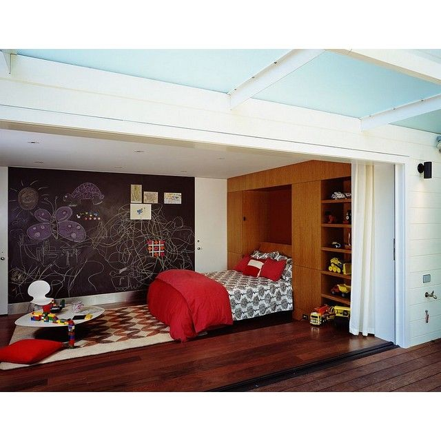 Spacious kids bedroom which merge with playroom in red vibe, yay or nay? #rumahkubedroom