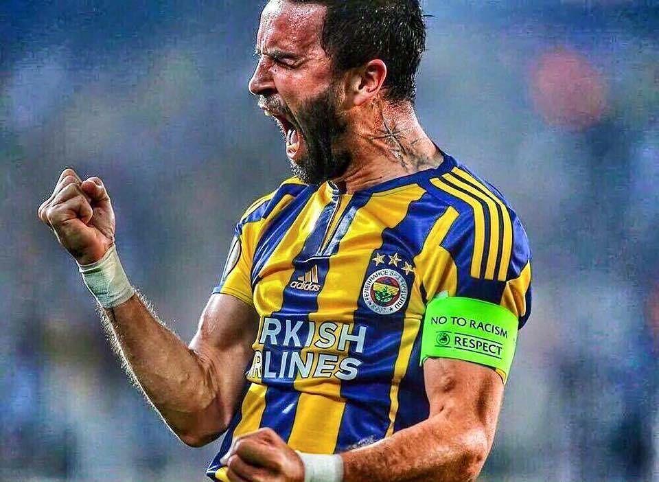 Fenerbahçe efsanesi  Gökhan Gönül ulaan ! @fenerbahce @gokhangonul #Fenerbahce#football#futbol#fußball#soccer#türkiye#türkei#turkey#spor#toto#süper#lig#stsl#sari#lacivert#selfie#followme#followUs#like#adidas#amazing#TFLers#summer#instalike#bestoftheday#like4like#AAG#sikesaray#6alatAsaraY#legend by fb_designz