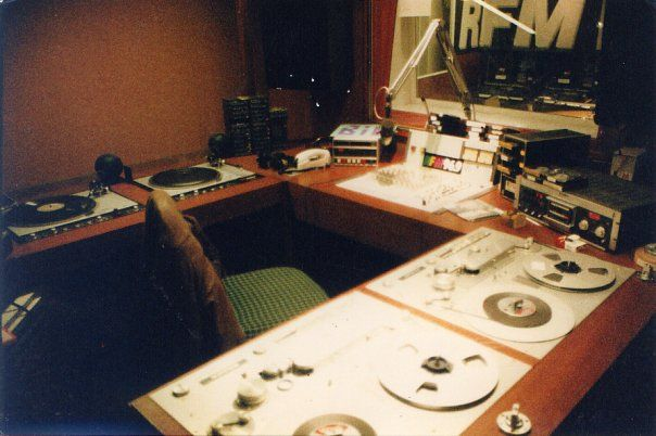 RFM , La Défense (Paris) en 1987. Studio de production.