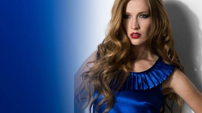 Maquillaje para vestido azul acero