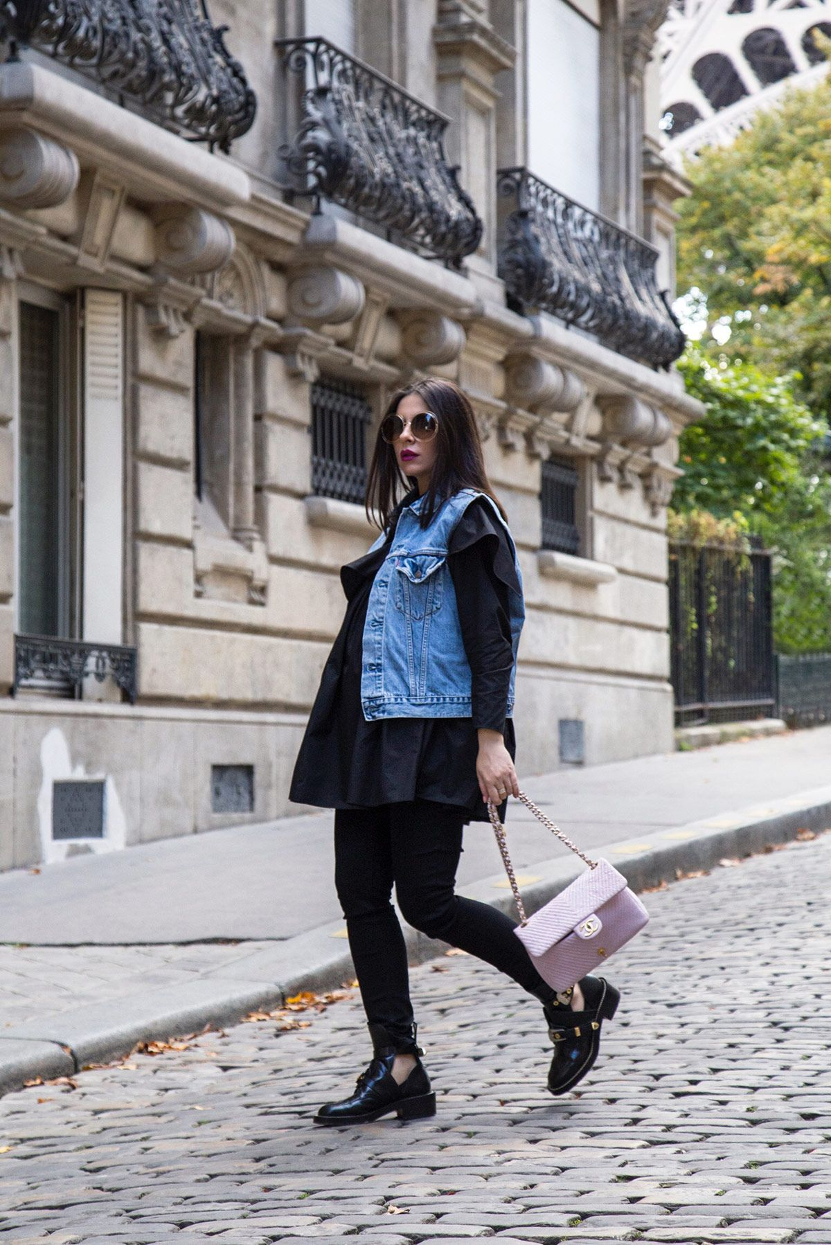 Off-Duty Total Black Look With A Pop Of Color In Paris