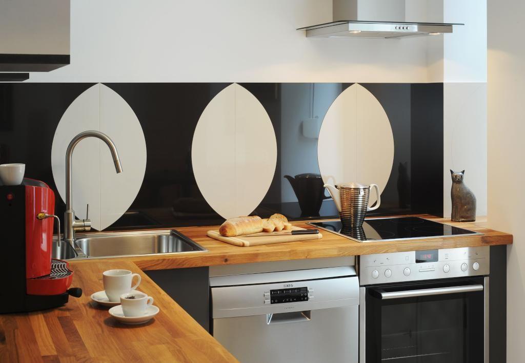 Frisch Moderne Kuche ~ Blick in eine moderne küche mit kaffeemaschine espressotassen und