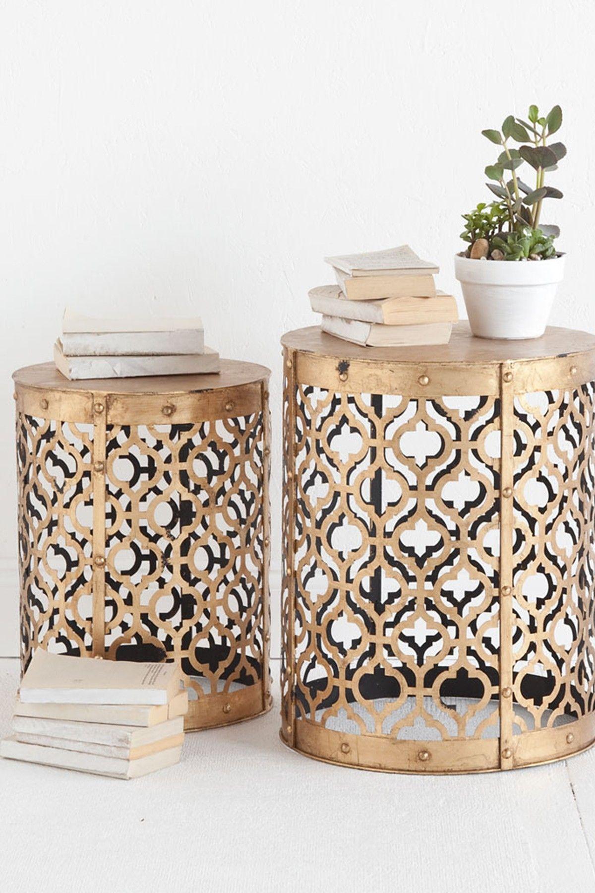 duo de tables de chevet couleur or motifs quadrilob s. Black Bedroom Furniture Sets. Home Design Ideas