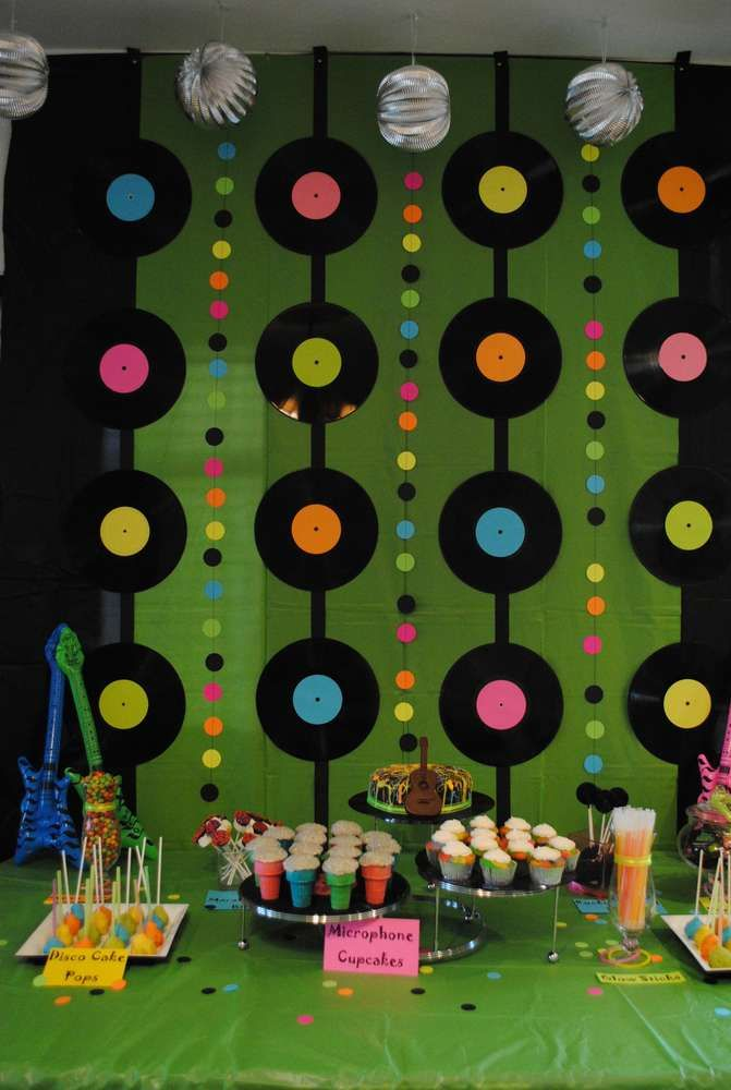 Rock n roll birthday party ideas fluo soir e ann e 80 for Decoracion 80 90