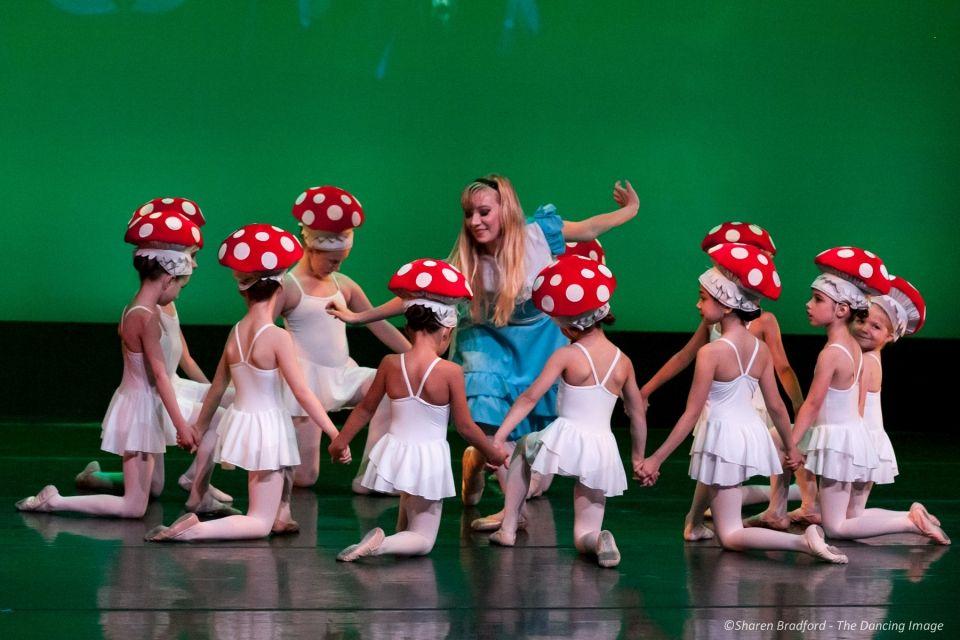 Review Avant Chamber Ballet Alice In Wonderland Alice In
