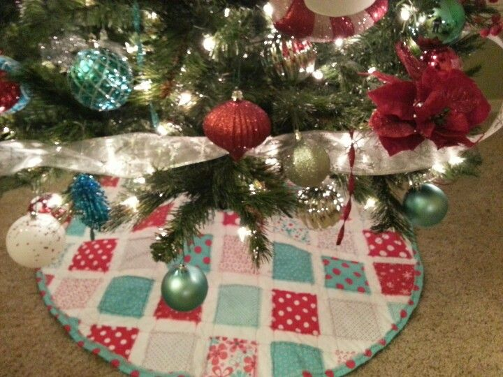 Turquoise And Red Christmas Tree Skirt. Easy. White Muslin