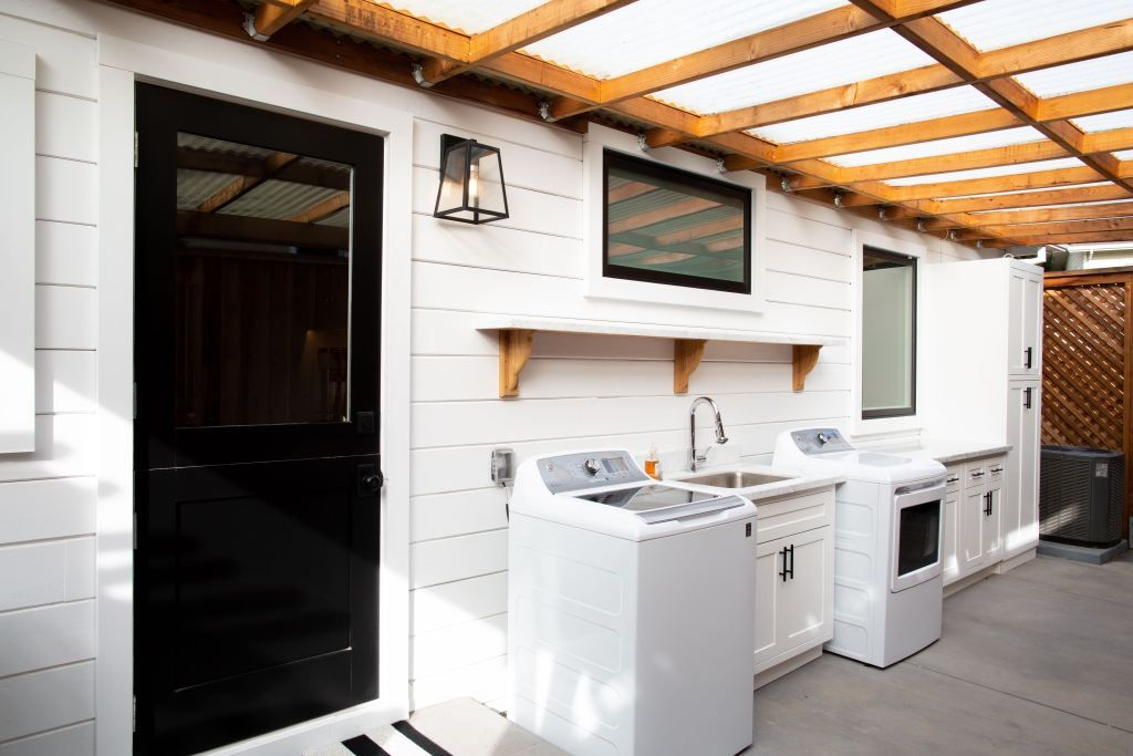 Backyard Oasis Outdoor Laundry Rooms
