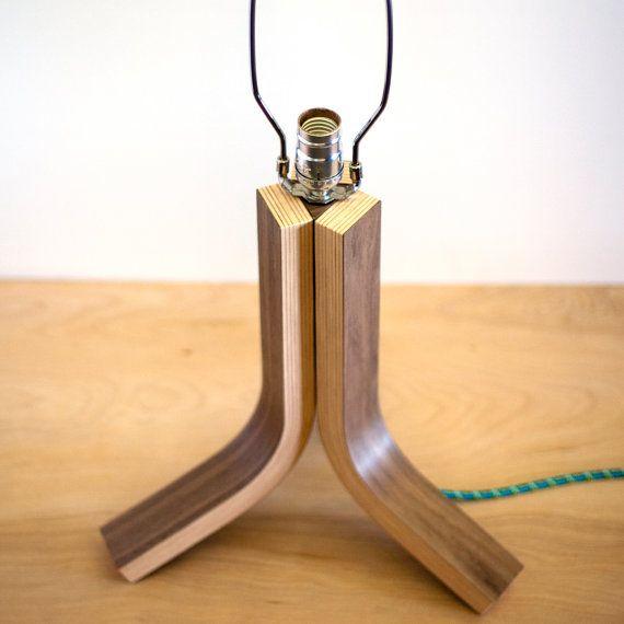 Traverse Bent Plywood Table Lamp von Ciseal auf Etsy