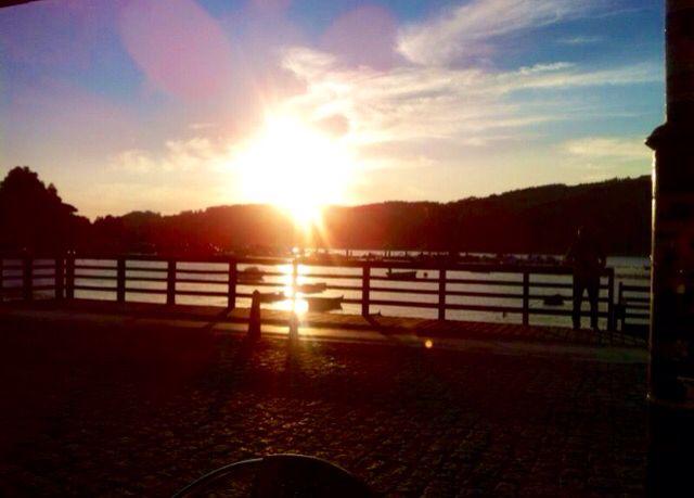 Puesta de sol en la Ría de Ferrol, Galicia, España, vista desde el muelle de Mugardos, precioso y típico pueblo marinero