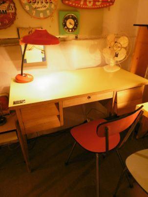 Bureau 60 S Bois Blond Et Plateau Formica Jaune 120 X 60 Xh79 Deco Authentique Mobilier Ancien 2 Mobilier Ancien Mobilier Mobilier De Salon