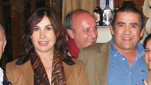 Luis Miguel Rodríguez, celebra un divorcio de 30 millones de €uros. Baratito!, ya es todo tuyo, Carmencita!