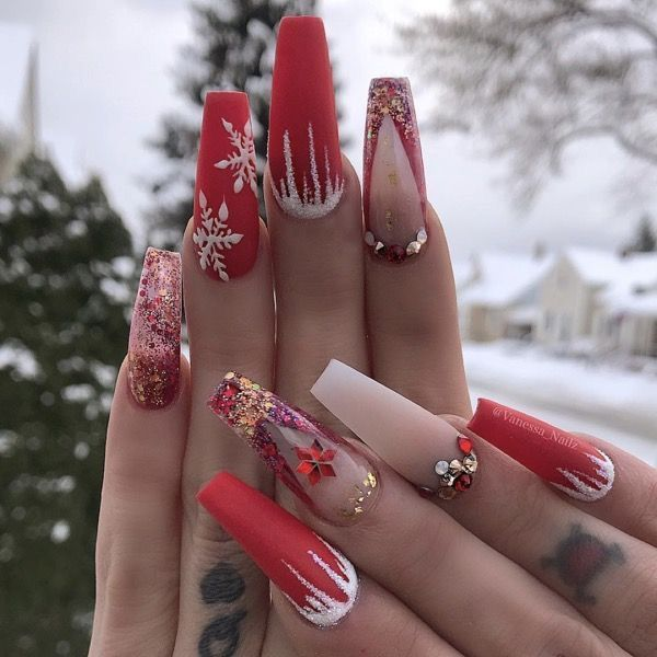 Holiday Nails Hours: (With Images