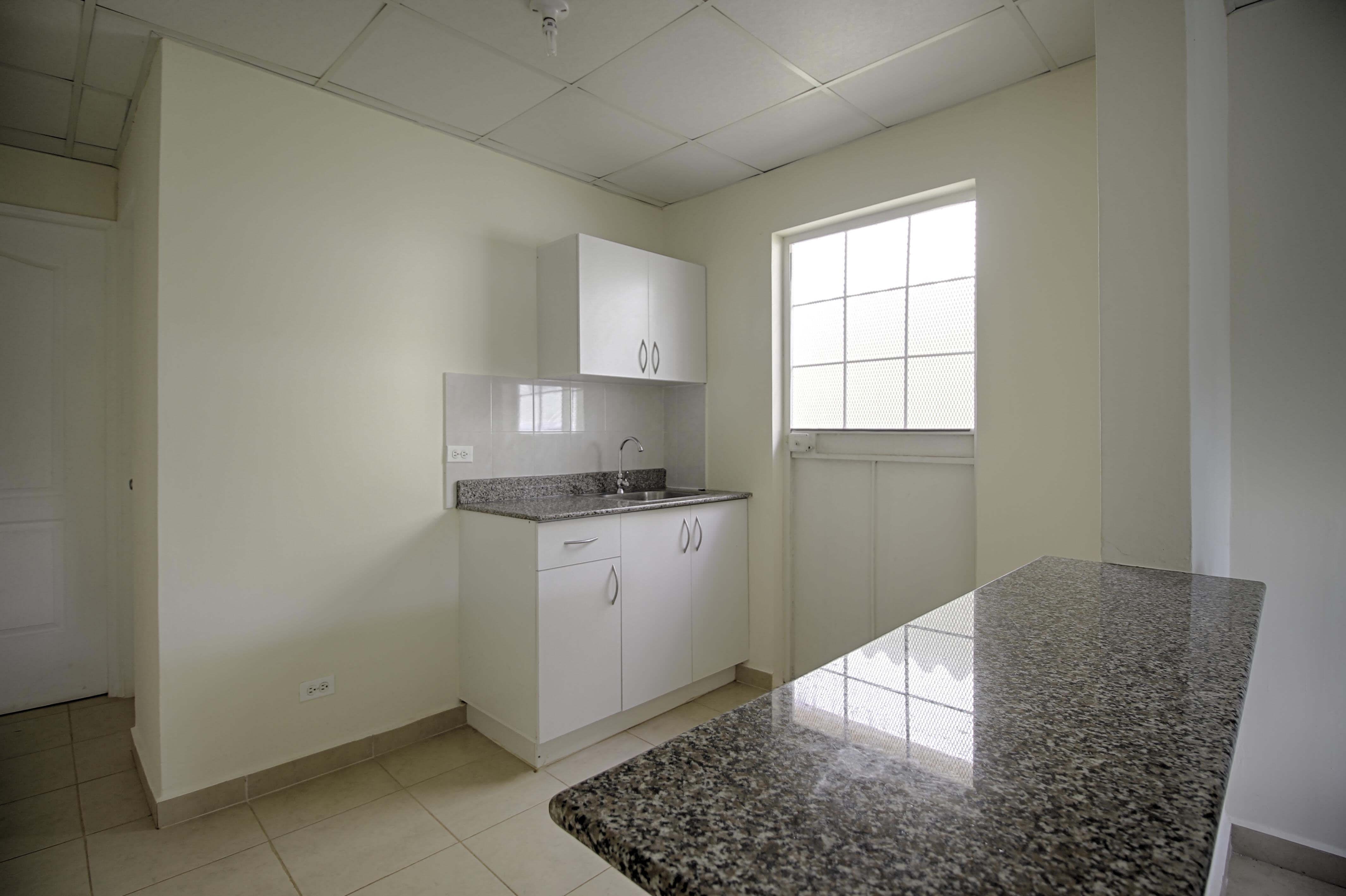 Barriada en la chorrera con muebles de cocina incluidos for Proyecto muebles de cocina