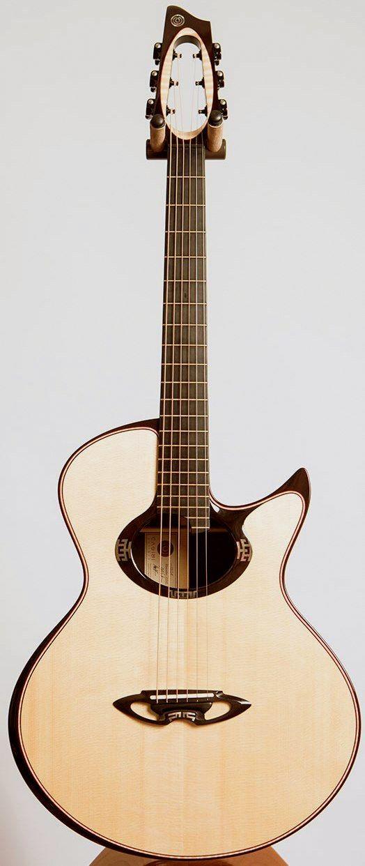Une Casimi C2 Grand Auditorium Retrouvez Des Cours De Guitare D Un Nouveau Genre Sur Mymusicteacher Fr Acoustic Guitar Guitar Classic Guitar
