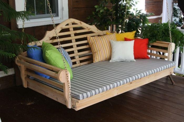 outdoor bett auf einer terrasse als schaukel balkonien. Black Bedroom Furniture Sets. Home Design Ideas