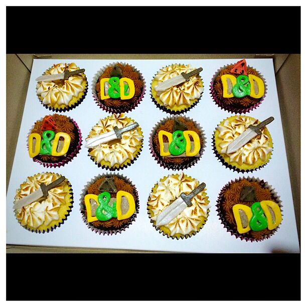 Dungeons And Dragons Cupcakes Themed Cupcakes Pinterest