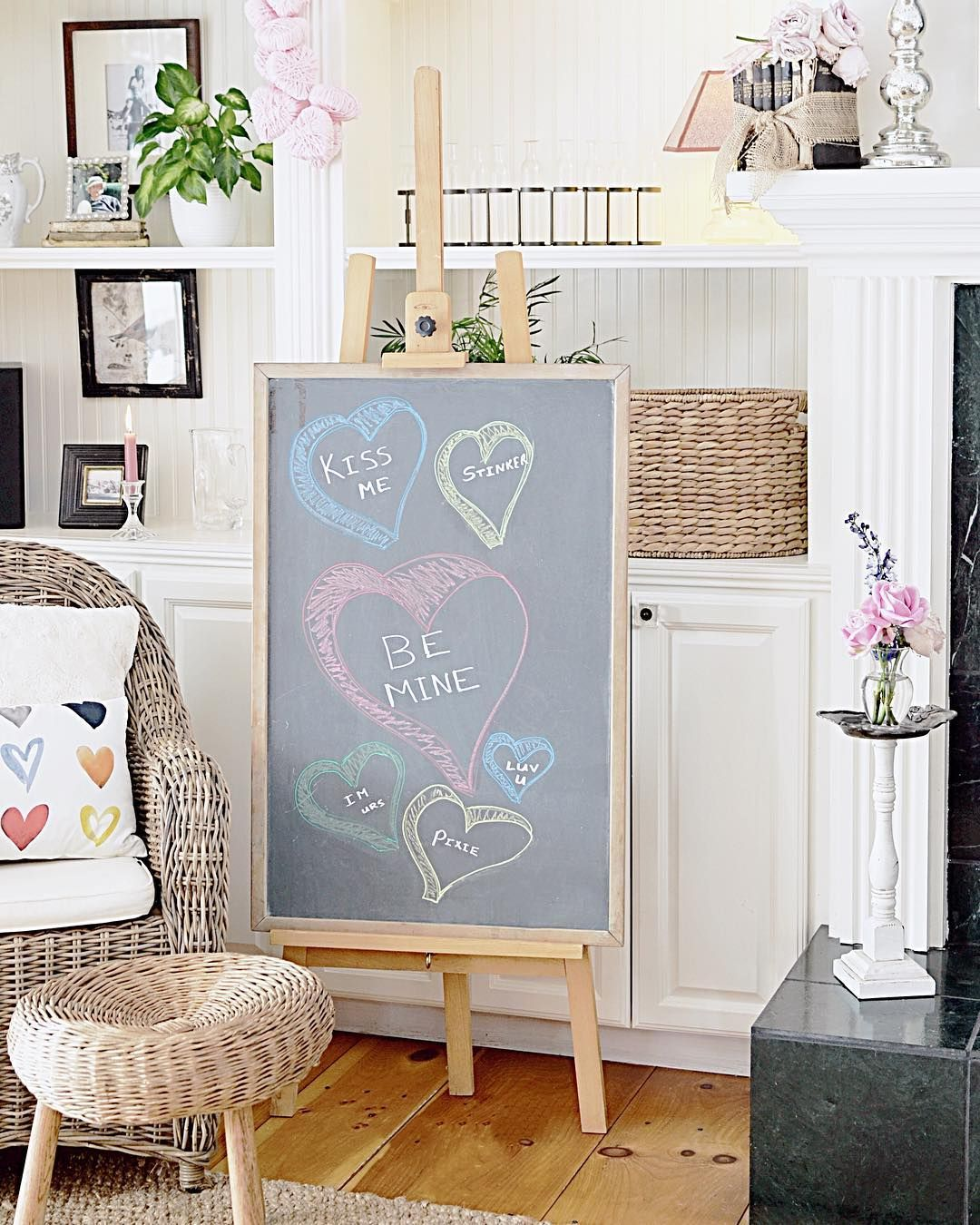 Valentine\'s Day home decor and blog hop. Dabbling and Decorating ...