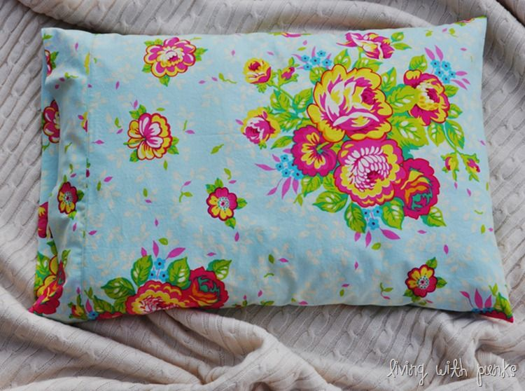 Décor DIY: Perfect Pillowcase  Since I have to starting decorating my room myself now.