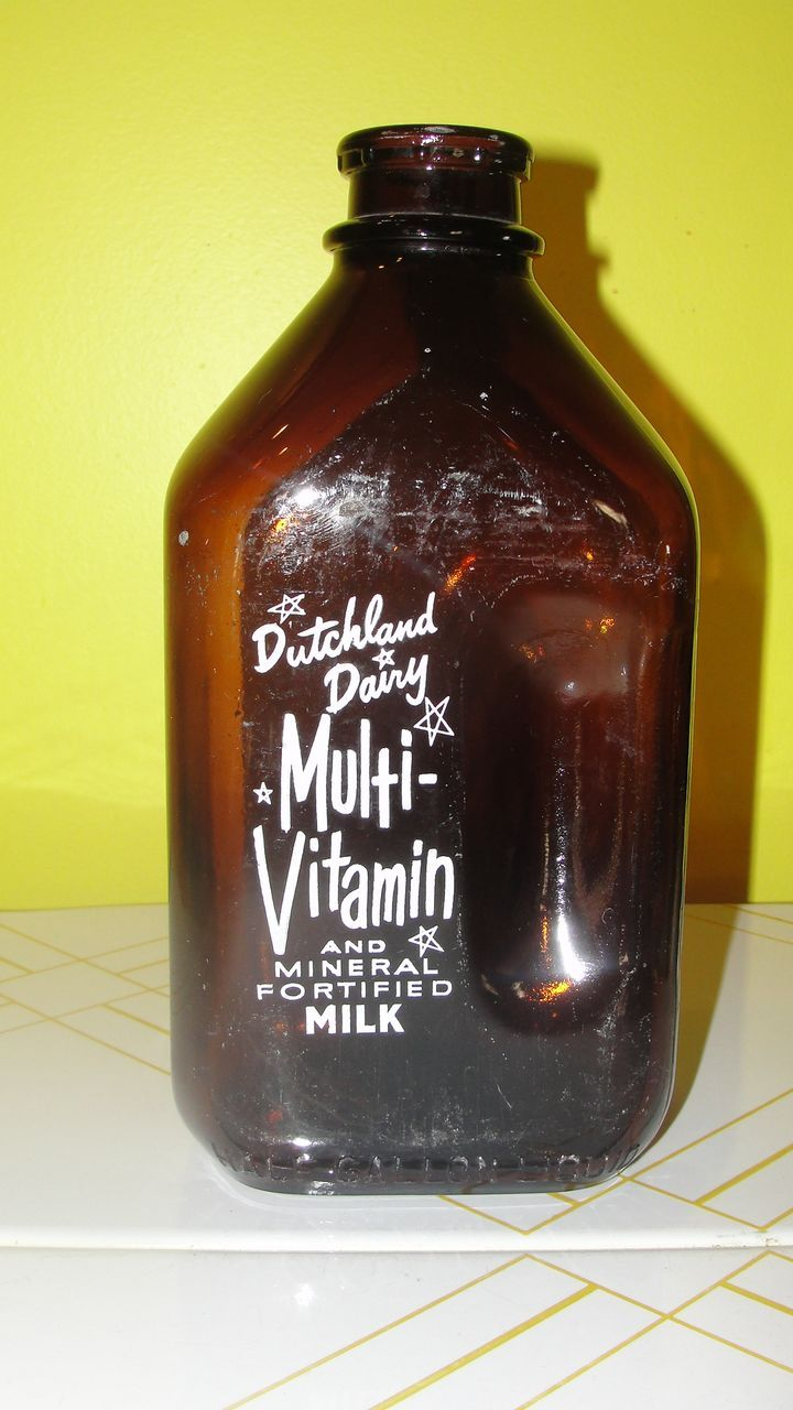 Dutchland Dairy 1 2 Gallon Brown Glass Milk Bottle Glass Milk Bottles Milk Bottle Bottle