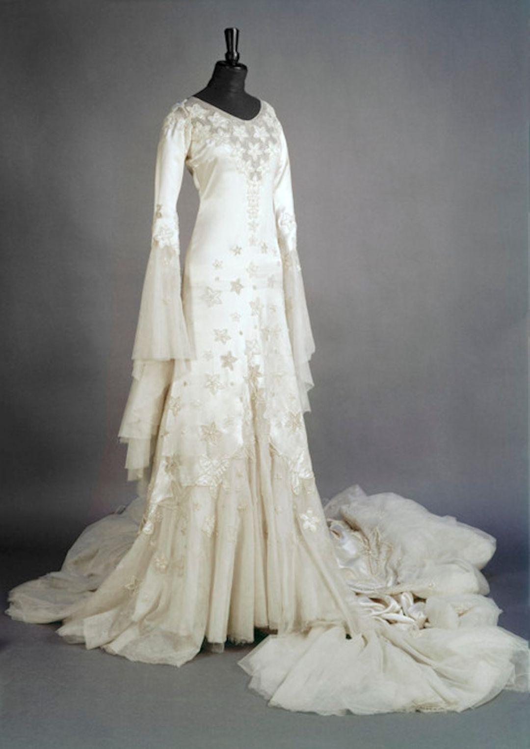 Norman Hartnell - 1933 - Wedding dress worn by Margaret Whigham ...