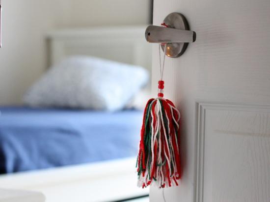 Yarn Door Tassel & Pin by Sandra Lin on DIY Ideas on Kiwi Crate   Pinterest   Tassels ...
