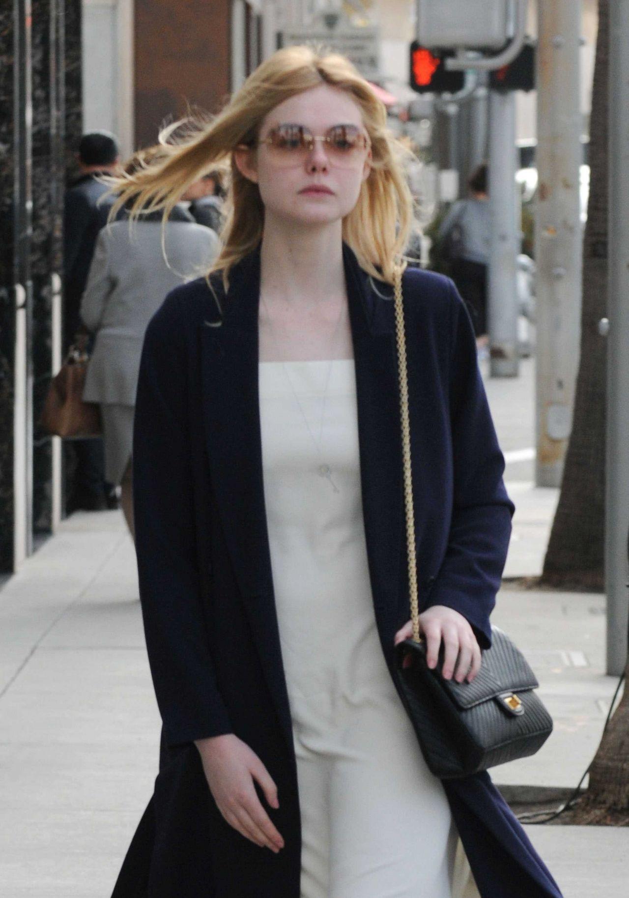 Elle Fanning  #ElleFanning Shopping in Beverly Hills 21/01/2017 Celebstills E Elle Fanning