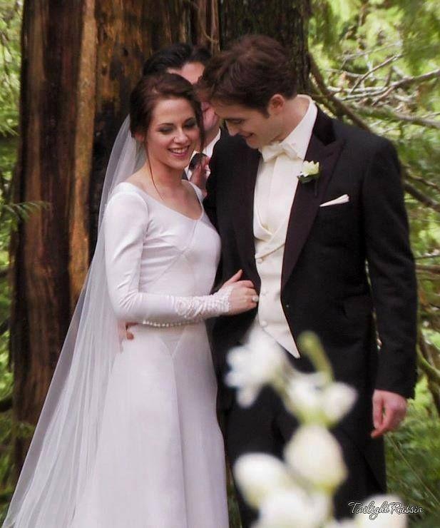 """Kristen Stewart and Robert Pattinson from """"Twilight ..."""