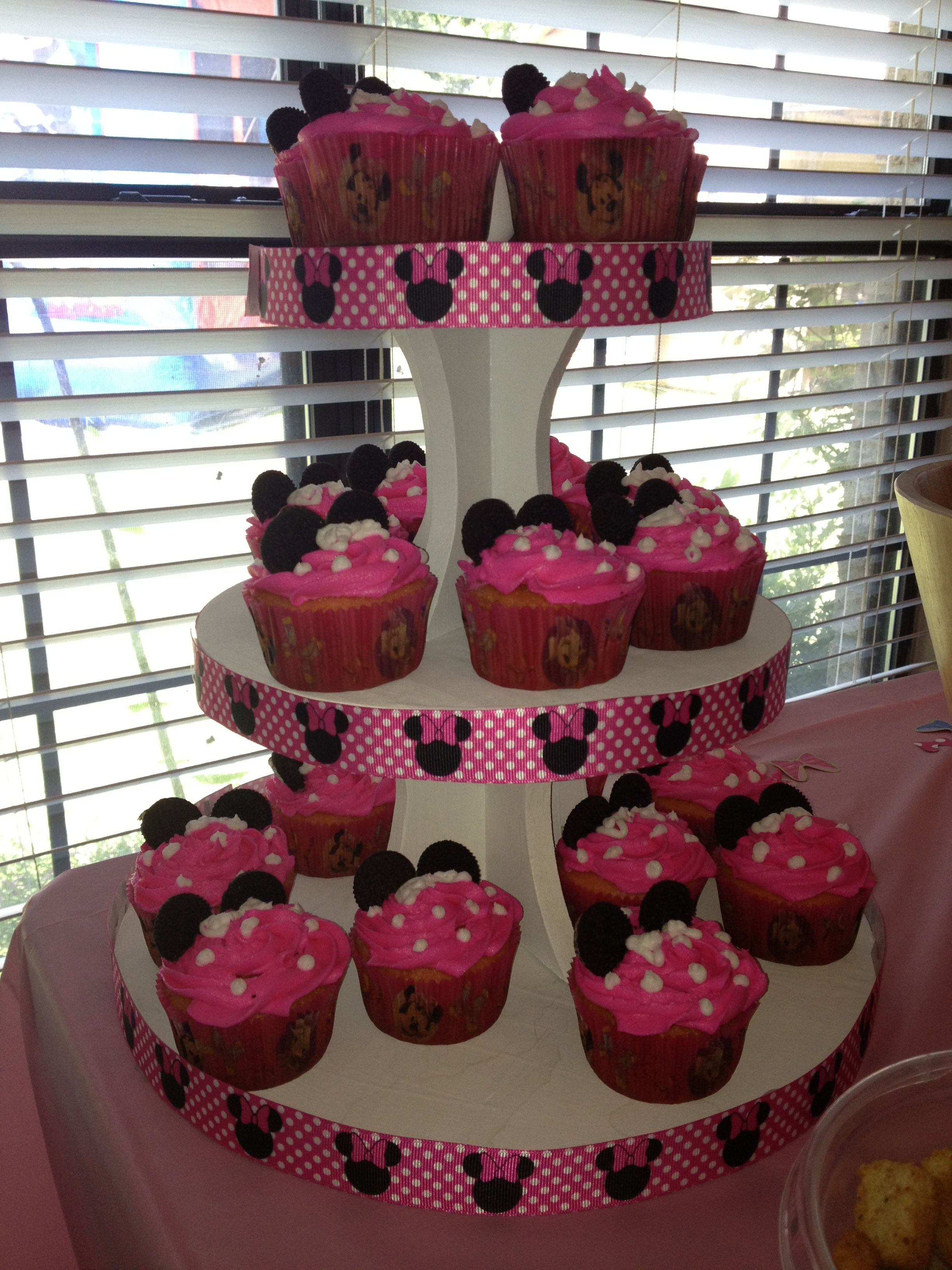 Minnie mouse birthday party cupcakes Disney pink
