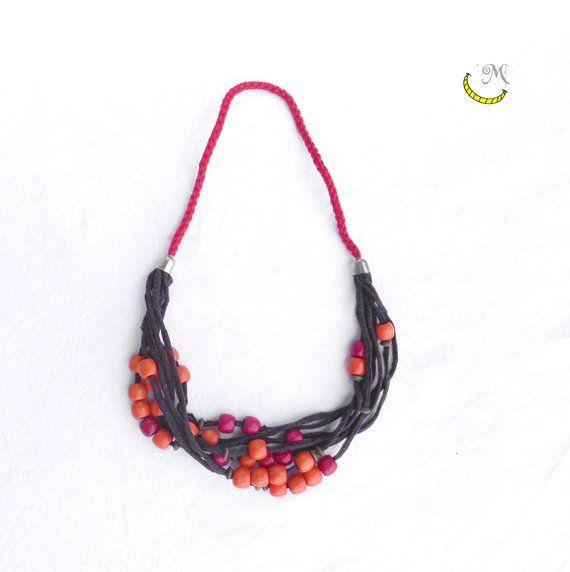 super popolare 7676e a5d38 Collana di stoffa riciclata con perline di legno, collane ...