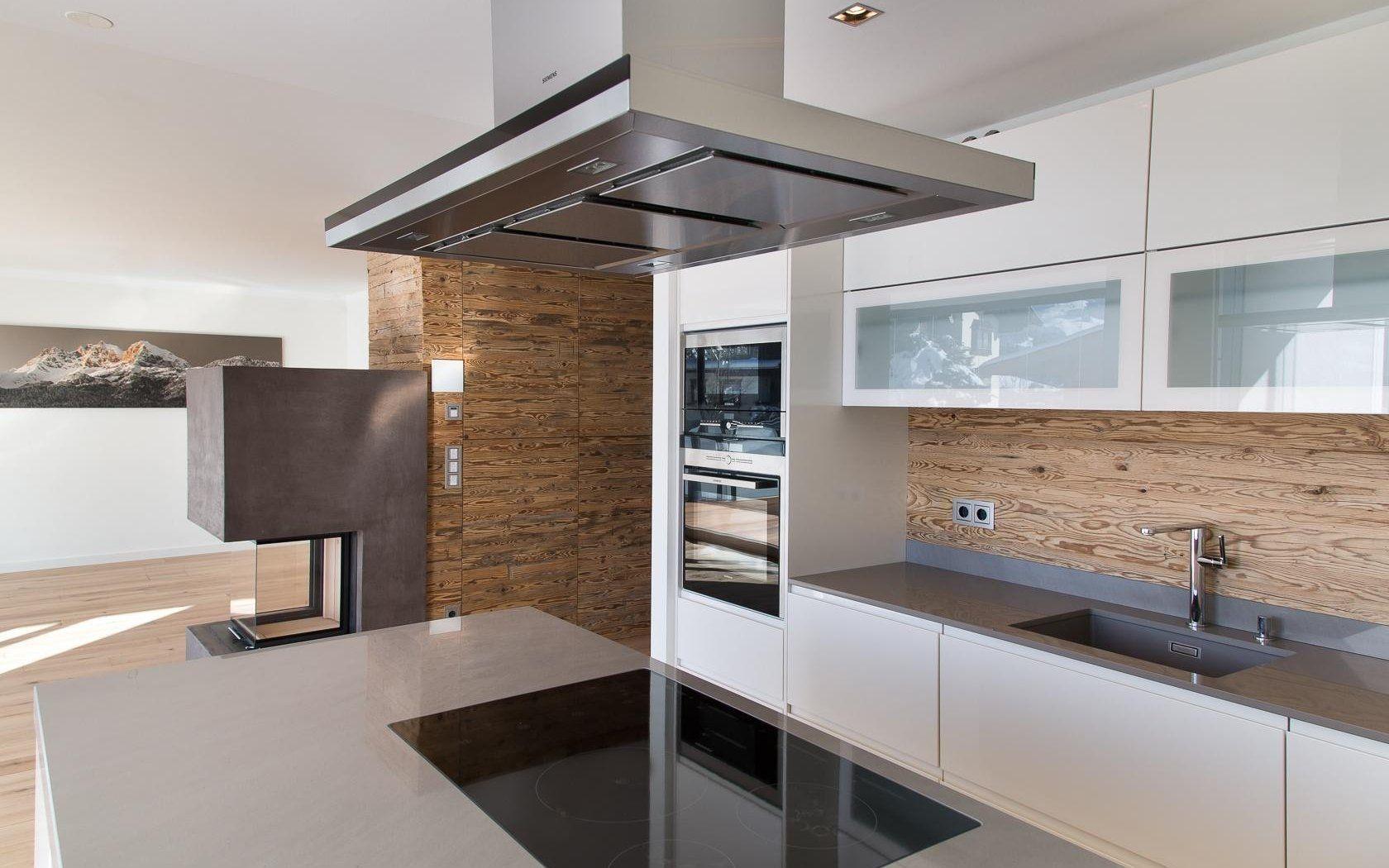 Grifflose Küche mit weiß lackierten Fronten | Kitchen | Pinterest ...