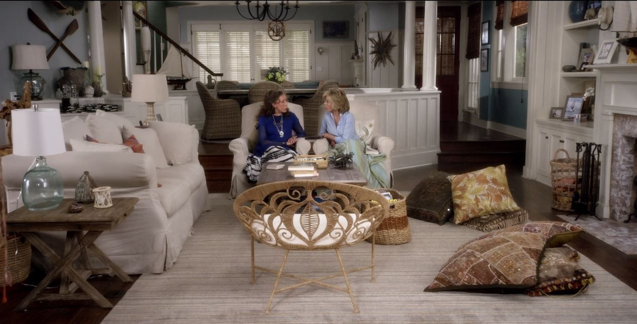 grace and frankie living room brindle stripe rug | gracie and