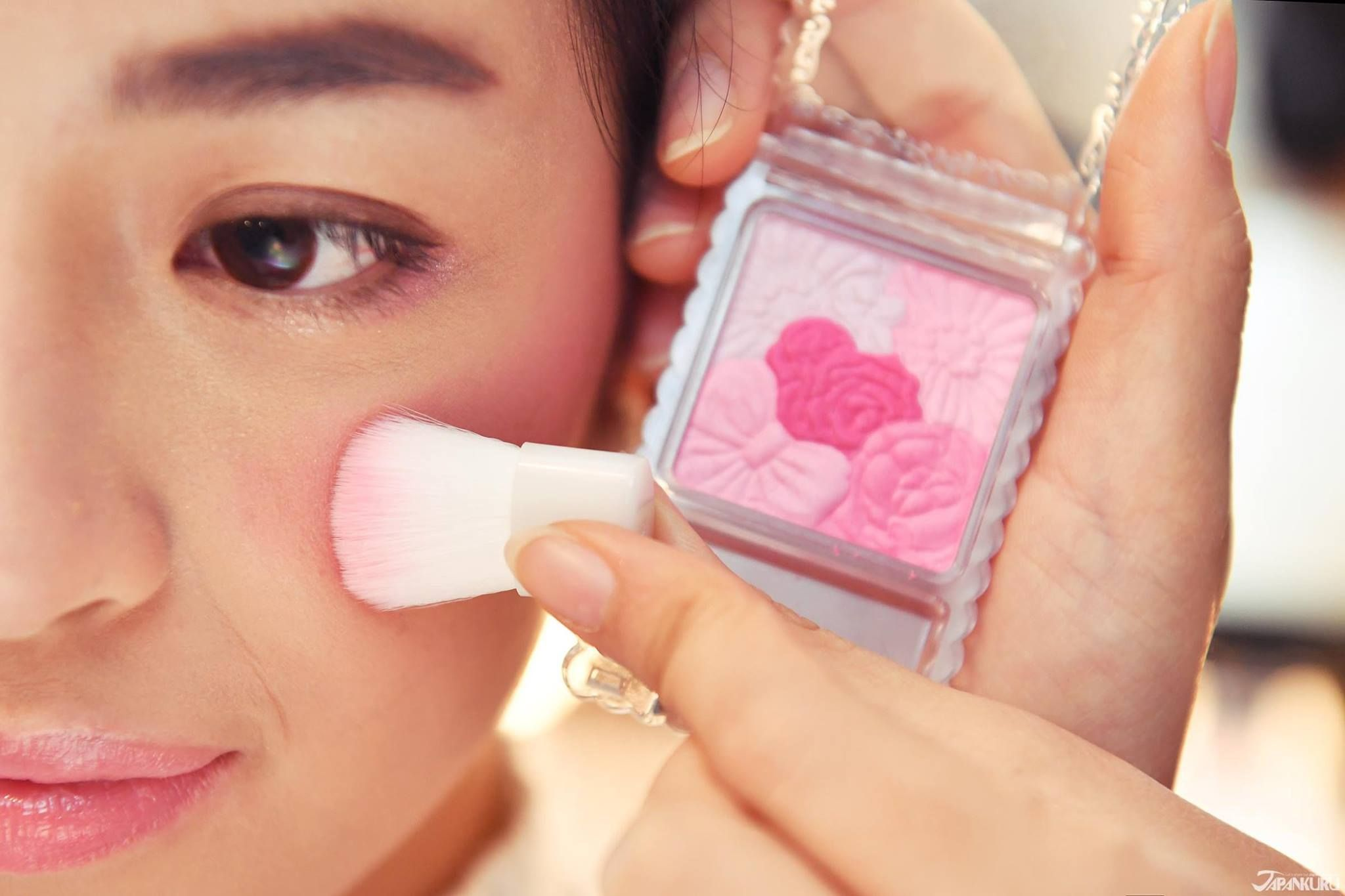 Pink color makes girls look cuter!Flower blush from