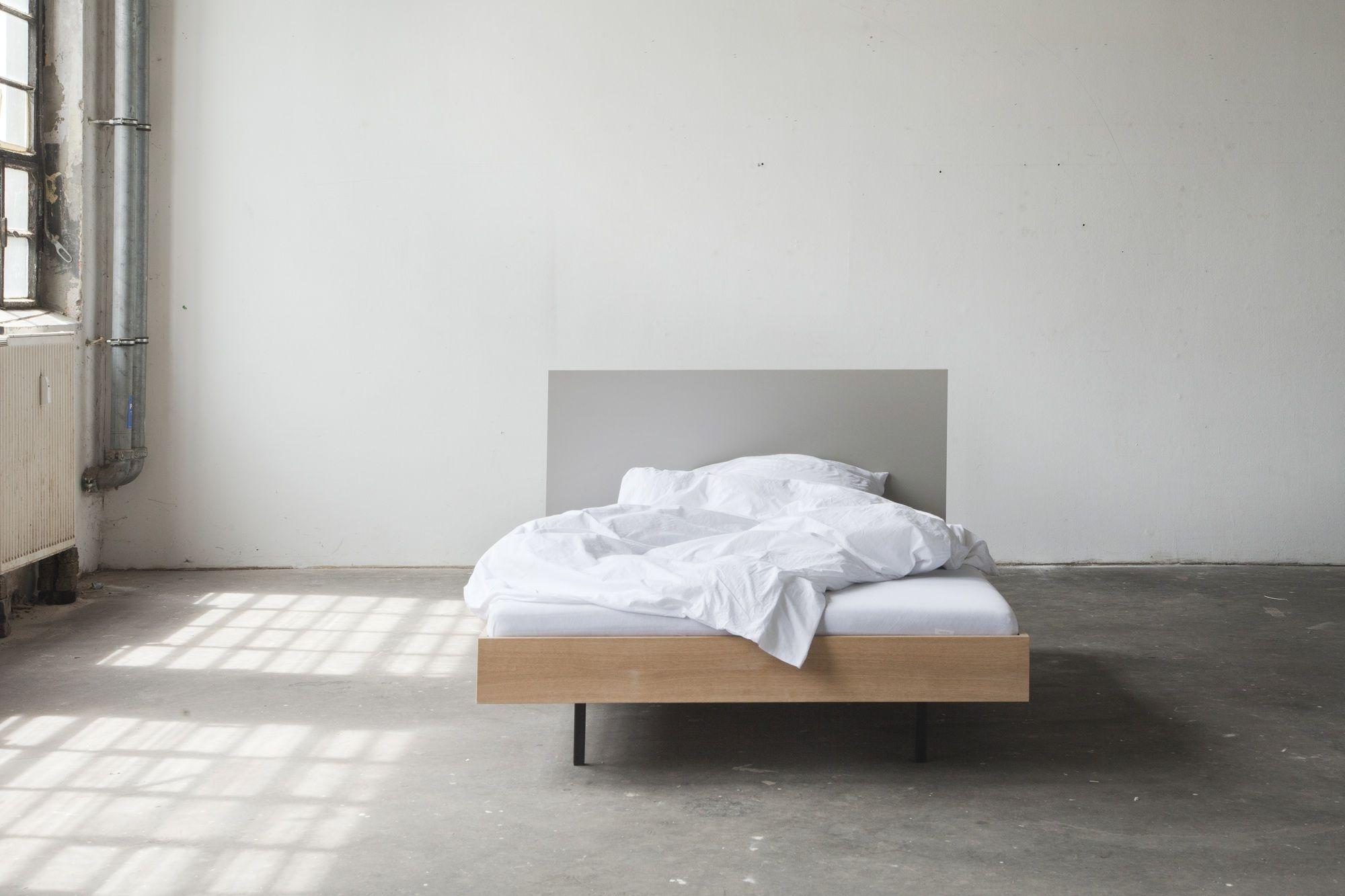 Unidorm - Bett. Material: Linoleum, massive Eiche, geölt #bett