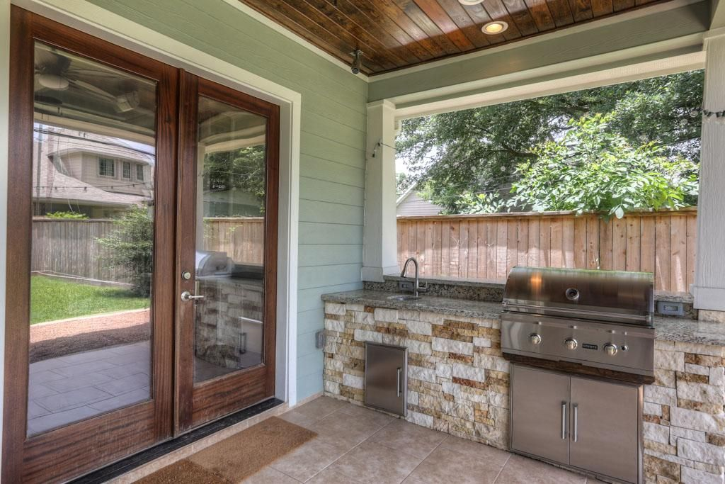 A Covered Rear Patio Includes The Grill And Sink Plenty Of Lights And 2 Speakers Outdoor Kitchen Design Outdoor Kitchen Outdoor Kitchen Bars