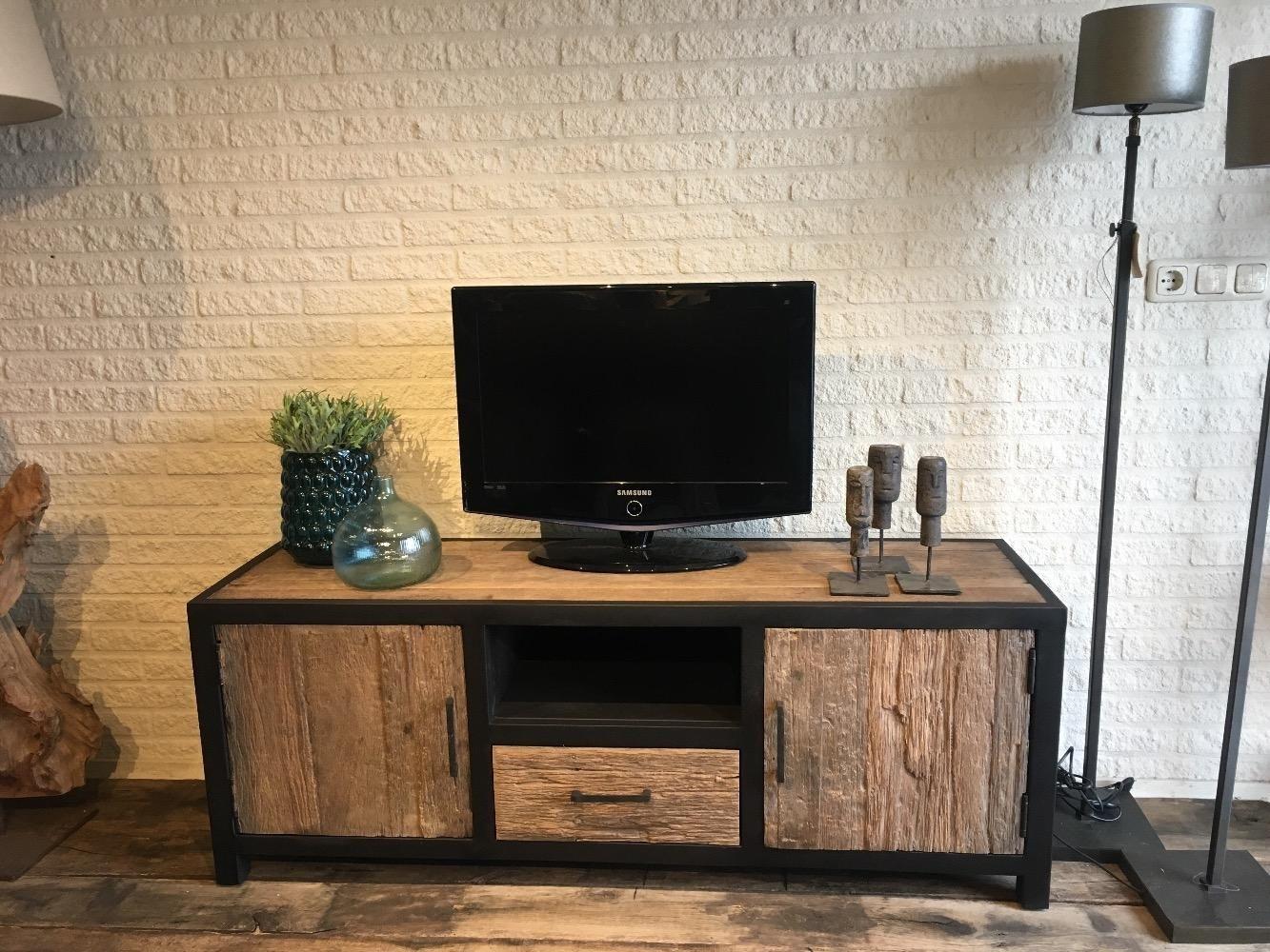 Tv Meubel Van Hout En Staal.Tv Meubel Oud Hout Staal Kasten Onz Thuys Interieur In