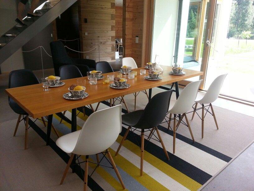 Ostoslistalle: retrohenkiset tuolit sekä raidallinen matto :)