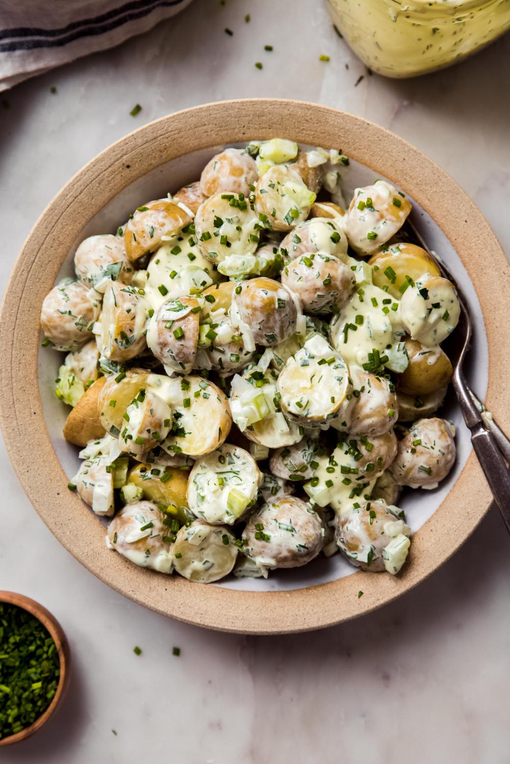 Creamy Sour Cream Chive Potato Salad Recipe Little Spice Jar Recipe In 2020 Homemade Potato Salads Sour Cream Potatoes Homemade Slaw