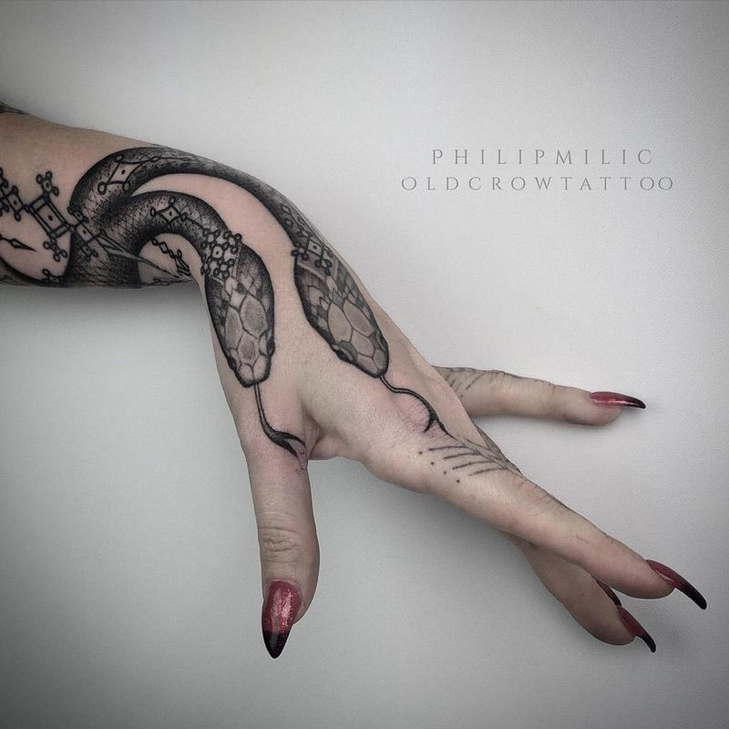 Snakes On Womans Hand Best Tattoo Design Ideas In 2020 Tattoos Serpent Tattoo Snake Tattoo